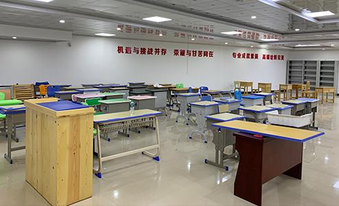 江西课桌椅厂家学生课桌椅面板的规范挑选办法
